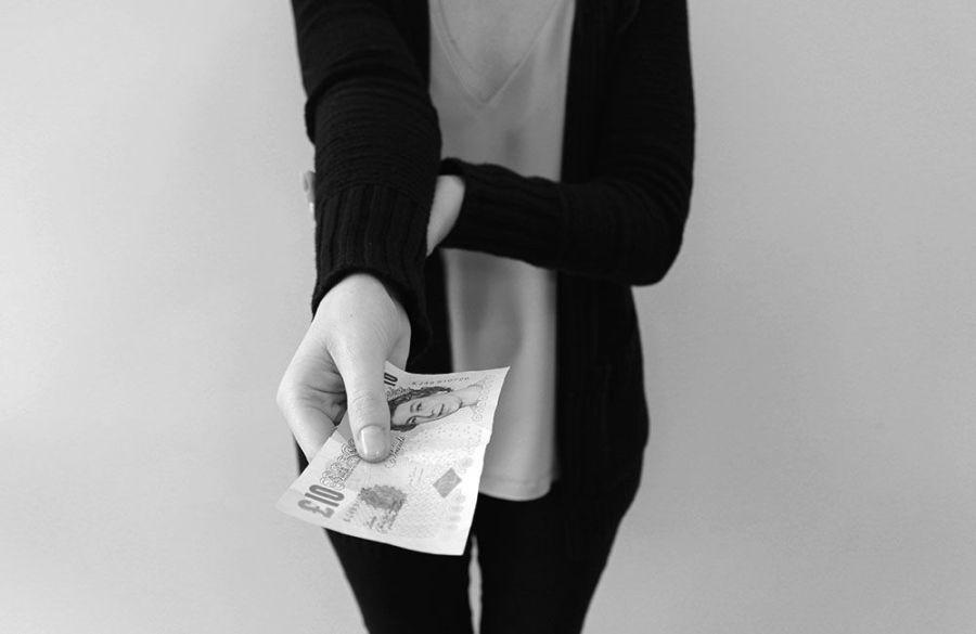 4_korea-giving-money