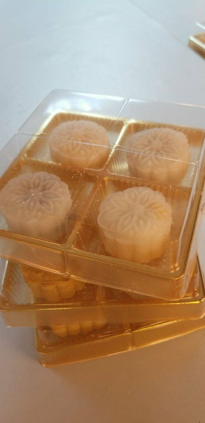 Snowy Mooncake pictured on top with Traditional mooncakes on the bottom