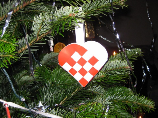 Paper Woven Heart Decorations, Common for the Christmas/Advent Season. Worktrotter.dk