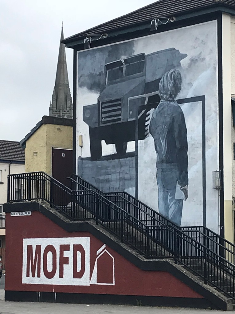 A mural in the Bogside area of Derry. This scene may remind you of the man in Tienanmen Square, Beijing, but this actually happened in Northern Ireland as well.